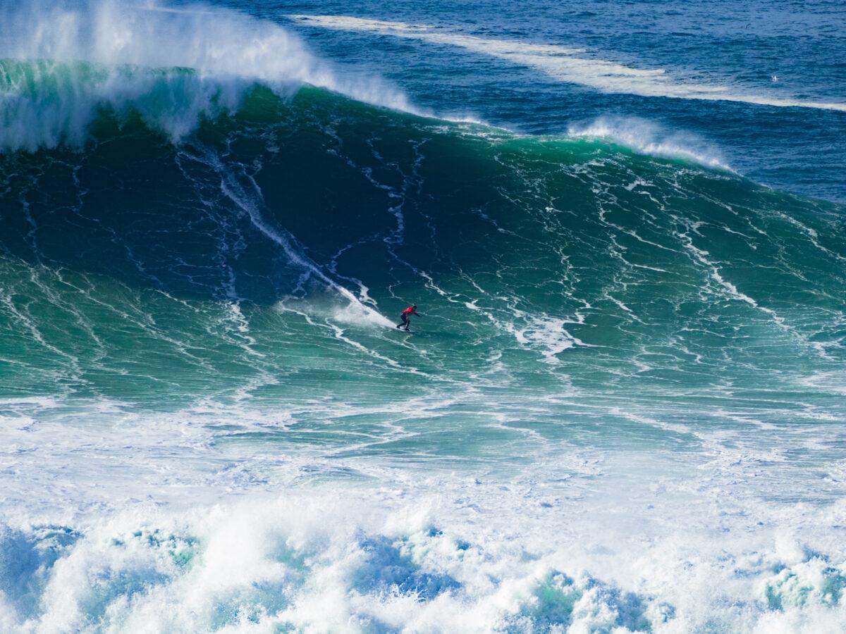 surfin waves nazare